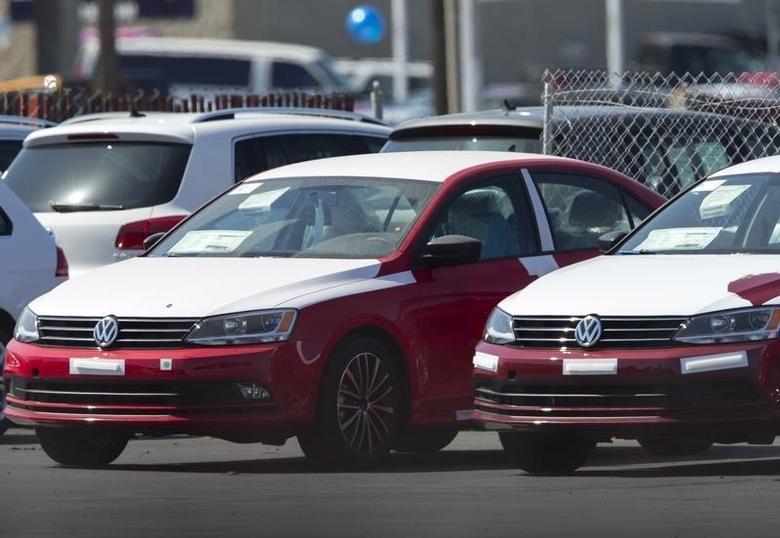 2015年9月23日,美国加州圣迭戈,一家大众汽车经销商处停放的新车。REUTERS/Mike Blake