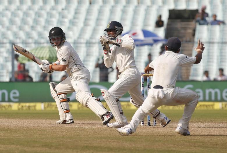 Cricket - India v New Zealand - Second Test cricket match - Eden Gardens, Kolkata, India - 03/10/2016. India's wicketkeeper Wriddhiman Saha (C) takes a catch to dismiss New Zealand's Tom Latham. REUTERS/Rupak De Chowdhuri
