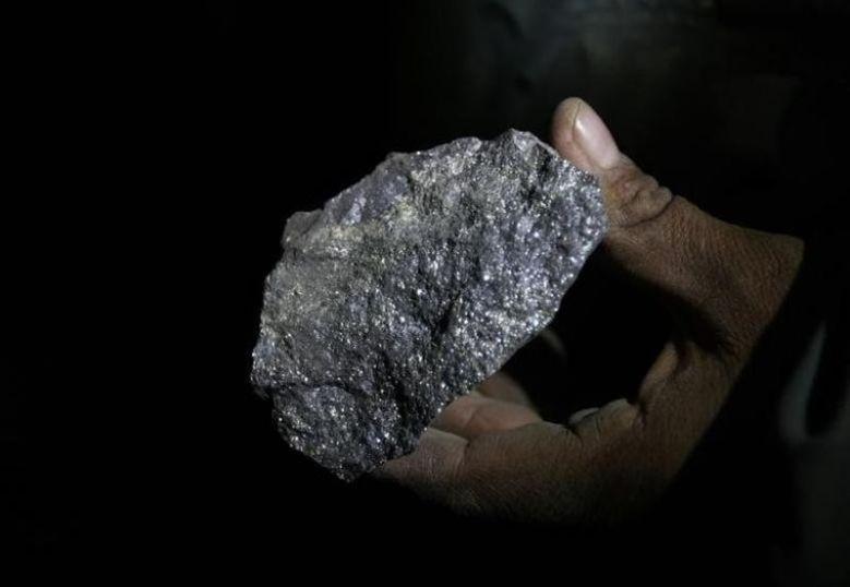 2010年1月28日,图为一块含铅的矿石。REUTERS/David Mercado