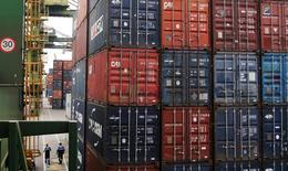 El presidente de Brasil, Michel Temer, dijo el lunes que acordó trabajar con Argentina para fortalecer el bloque regional Mercosur y para tratar de alcanzar un acuerdo comercial entre ese grupo y la Unión Europea (UE). En la imagen, contenedores en la mayor terminal de contenedores de Latinoamérica, en Santos, Sao Paulo, Brasil, 14 de septiembre de 2016. REUTERS/Fernando Donasci