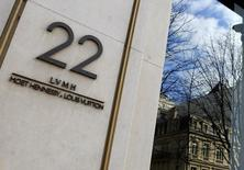 LVMH a racheté l'entreprise allemande Rimowa spécialisée dans la bagagerie de haute technologie, signant ainsi sa première acquisition outre-Rhin. Le numéro un mondial du luxe va acquérir 80% du capital de Rimowa pour 640 millions d'euros. /Photo prise le 23 février 20016/REUTERS/Jacky Naegelen