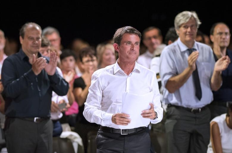 French Prime Minister Manuel Valls arrives to deliver his speech as he attends a meeting with Socialist Party members in Colomiers near Toulouse, France, August 29, 2016. Picture taken August 29, 2016.    REUTERS/Fred Lancelot