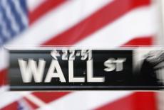 La Bourse de New York a ouvert en hausse mardi avec le soutien du secteur technologique, dans un marché prudent en attendant des nouvelles sur Deutsche Bank et le rapport sur l'emploi aux Etats-Unis au mois de septembre. L'indice Dow Jones gagnait0,16% dans les premiers échanges. Le Standard & Poor's 500, plus large, progressait de 0,13% et le Nasdaq Composite avançait de 0,31%. /Photo d'archives/REUTERS/Lucas Jackson