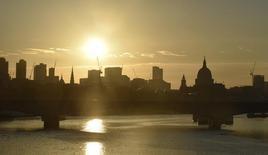 Londres a promis de négocier un accord de sortie de l'Union européenne qui répondra aux craintes du secteur financier de voir le Brexit porter atteinte à son modèle économique, a dit mardi David Davis, le ministre chargé du dossier. /Photoi prise le 24 juin 2016/REUTERS/Toby Melville