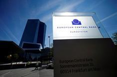 La sede del Banco Central Europeo en Fráncfort, Alemania, el 8 de septiembre de 2016. Los rendimientos de la deuda de la zona euro subían y el euro avanzaba el martes tras reportes sobre un plan del Banco Central Europeo de finalizar su programa de compra de activos. REUTERS/Ralph Orlowski/File Photo