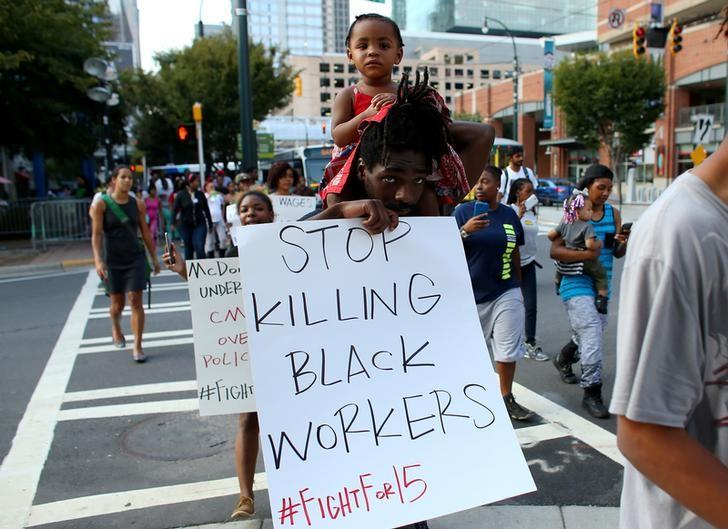 Demonstrators march to protest the police shooting of Keith Scott in Charlotte, North Carolina, U.S., September 26, 2016. REUTERS/Mike Blake/File Photo