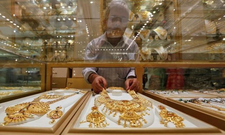 A salesman arranges a gold necklace in a display case inside a jewellery showroom on the occasion of Akshaya Tritiya, a major gold buying festival, in Kolkata, India, May 9, 2016. REUTERS/Rupak De Chowdhuri