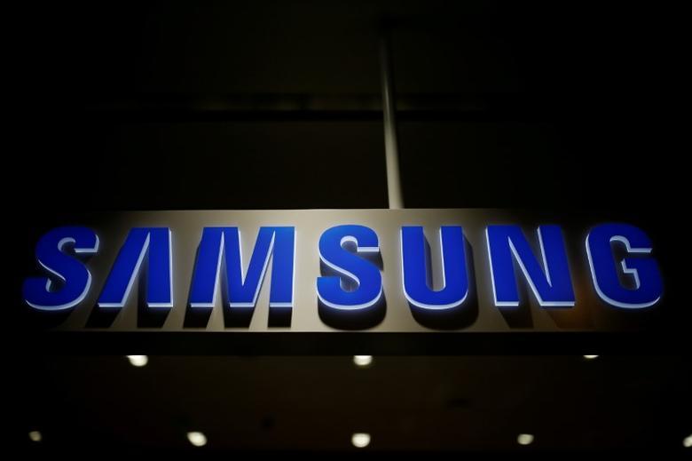 The logo of Samsung Electronics is seen at its headquarters in Seoul, South Korea, July 4, 2016.    REUTERS/Kim Hong-Ji/File Photo - RTSKYEL