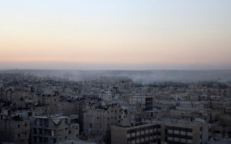Smoke rises from Bustan al-Basha neighborhood of Aleppo, Syria, October 5, 2016. REUTERS/Abdalrhman Ismail