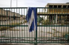 Usine désaffectée en Grèce, à Elefsina près d'Athènes. Le taux de chômage a légèrement reculé à 23,2% en Grèce en juillet, contre 23,4% en juin. /Photo d'archives/REUTERS/Yannis Behrakis