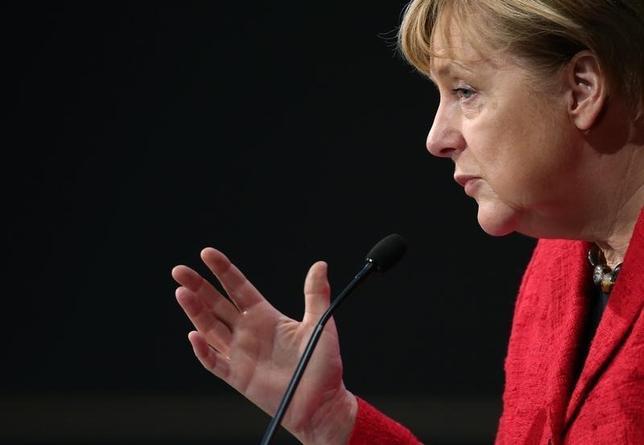 10月6日、ドイツのメルケル首相はEU離脱をめぐる英国との交渉について、EUは単一市場へのアクセスと移動の自由がリンクしているとの立場を堅持する必要があると強調した。ベルリンで開催された産業界のイベントで撮影(2016年 ロイター/Fabrizio Bensch)