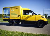 Deutsche Post a en toute discrétion conçu et construit sa propre camionnette de livraison électrique, baptisée Streetscooter, exploitant les nouvelles percées technologiques au grand dam de Volkswagen, son fournisseur historique. Le groupe de messagerie et de logistique décidera d'ici la fin de l'année s'il y a lieu de vendre lui-même le Streetscooter. /Photo prise le 23 août 2016/REUTERS/Thilo Schmuelgen