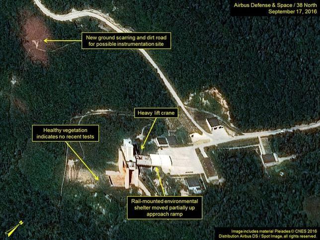 10月6日、米国の北朝鮮研究グループ「38ノース」は、衛星画像の分析を基に、北朝鮮の豊渓里にある核実験場で活動が活発化していると指摘した。写真は9月に撮影された東倉里の衛星写真。38ノース提供(2016年 ロイター)