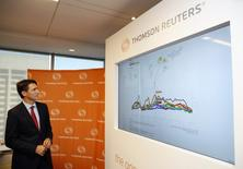 Canada's Prime Minister Justin Trudeau views a data screen during a visit to Thomson Reuters executive offices in Toronto, Ontario, Canada October 7, 2016.  REUTERS/Mark Blinch