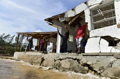 Bahamas battered by Hurricane Matthew