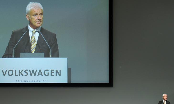 Volkswagen CEO Matthias Mueller delivers his speech at the annual shareholder meeting in Hanover, Germany June 22, 2016.  REUTERS/Fabian Bimmer/File Photo