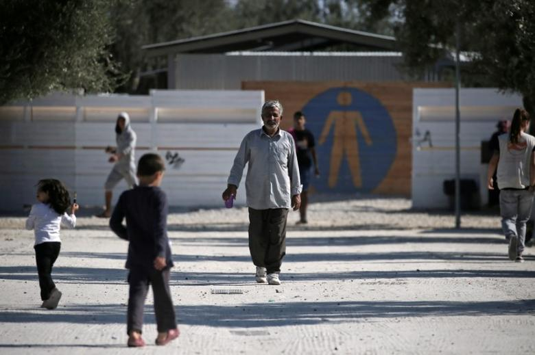 Refugees and migrants make their way at the municipality-run camp of Kara Tepe on the island of Lesbos, Greece October 6, 2016. REUTERS/Alkis Konstantinidis