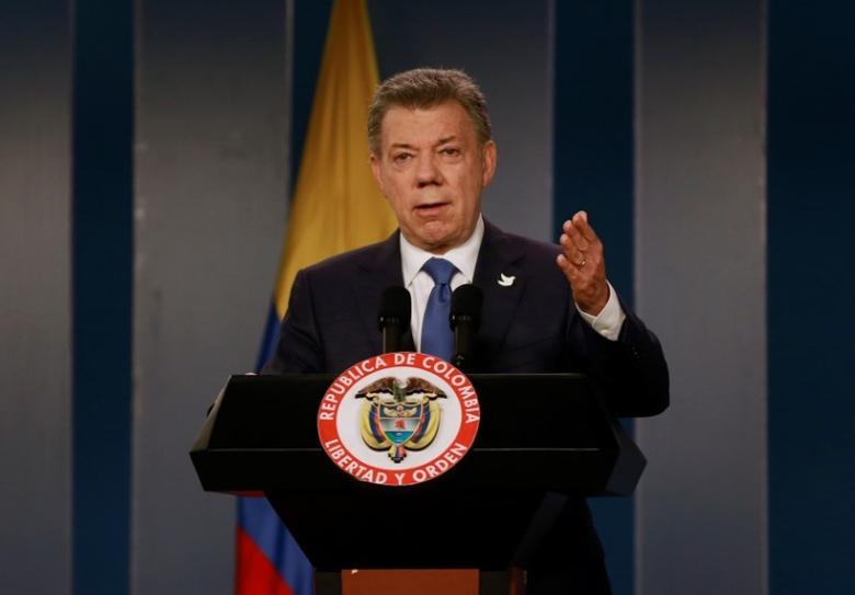 Colombia's President Juan Manuel Santos talks during a news conference after a meeting with Colombian former President and Senator Alvaro Uribe at Narino Palace in Bogota, Colombia, October 5, 2016. REUTERS/John Vizcaino