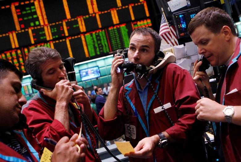 2011年7月18日,纽约商品期货交易所原油和天然气期权交易员工作场景。REUTERS/Shannon Stapleton