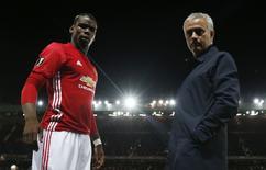 Paul Pogba e José Mourinho antes de partida do Manchester United pela Liga Europa.   29/09/2016       Action Images via Reuters / Jason Cairnduff Livepic