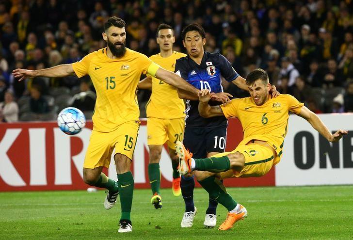 Football Soccer - Australia v Japan - World Cup 2018 Qualifier - Docklands stadium - Melbourne, Australia - 11/10/16. Australia's Matthew Spiranovic and Mile Jedinak in action with Japan's Shinji Kagawa. REUTERS/David Gray