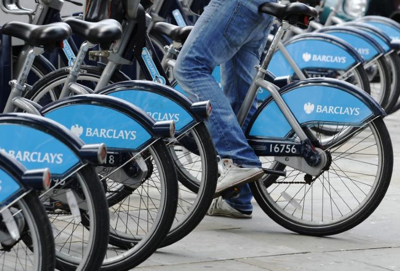 A man hires a Barclays sponsored bicycle from a cycle rack in London August 2, 2011.  REUTERS/Luke MacGregor