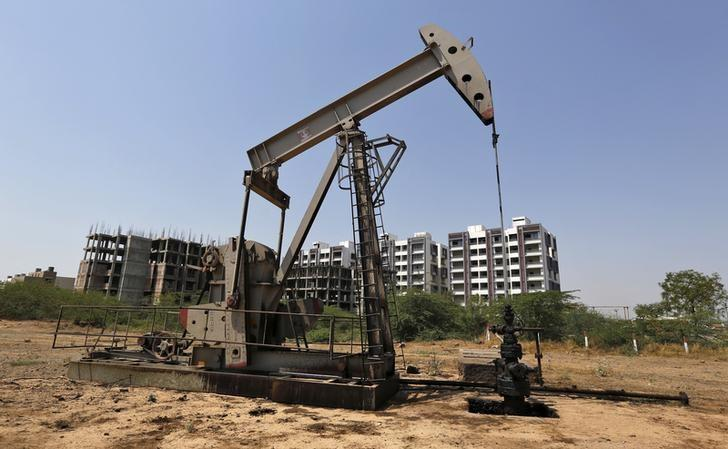 An Oil and Natural Gas Corp's (ONGC) well is pictured in an oil field on the outskirts of the western city of Ahmedabad, March 16, 2016. REUTERS/Amit Dave/Files