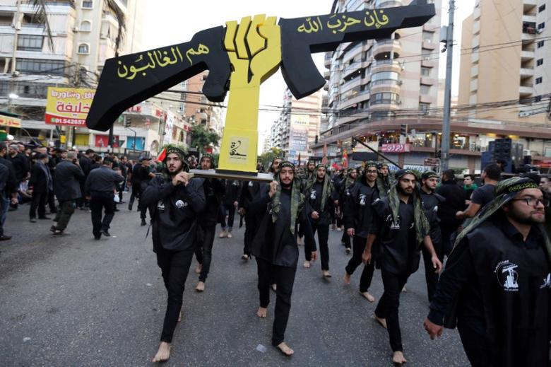 Lebanese Hezbollah supporters carry a replica of Hezbollah emblem during a religious procession to mark Ashura in Beirut's southern suburbs, Lebanon October 12, 2016. REUTERS/Aziz Taher