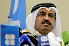 """El ministro de Energía de Qatar. Mohammed bin Saleh al-Sada, habla durante una conferencia de prensa en Algiers, Argelia. 28 de septiembre de 2016. Representantes de la OPEP y de naciones fuera del grupo, entre ellas Rusia, sostuvieron el miércoles una reunión informal en Estambul, que consideraron """"positiva"""", sobre maneras de equilibrar el mercado del petróleo, y seguirán dialogando el 28 y 29 de octubre en Viena, dijo el ministro de Energía de Qatar. REUTERS/Ramzi Boudina"""