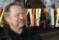 L'eurodéputé et militant altermondialiste José Bové a finalement été autorisé à rester au Canada après s'être vu signifier d'en quitter le territoire, ont annoncé les organisateurs de la conférence contre le projet d'accord de libre-échange entre l'Union européenne et le Canada à laquelle il devait participer à Montréal. /Photo prise d'archives/REUTERS/Regis Duvignau