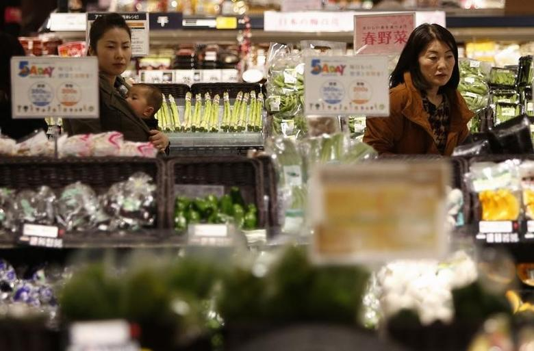 Shoppers browse vegetables at a supermarket in Chiba, east of Tokyo February 26, 2014. REUTERS/Yuya Shino