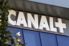 Le groupe de télévision payante Canal+ a dévoilé jeudi une refonte globale de ses offres commerciales pour tenter de reconquérir ses abonnés, perdus à des nouveaux acteurs comme Netflix, Amazon ou beINSports. /Photo d'archives/REUTERS/Charles Platiau
