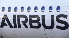 L'Union européenne (UE) a déposé jeudi un recours contre une décision d'un organe d'appel de l'Organisation mondiale du Commerce (OMC) favorable à Boeing au détriment d'Airbus dans le différend qui oppose depuis 12 ans les deux constructeurs aéronautiques au sujet des aides publiques dont ils bénéficient. /Photo d'archives/REUTERS/Regis Duvignau