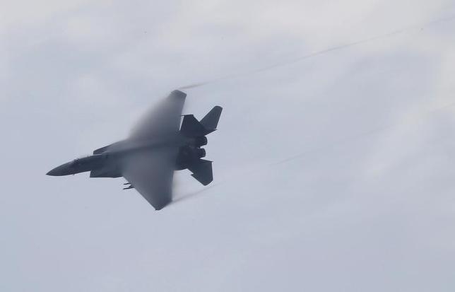 10月14日、防衛省は、自衛隊機による中国機への4─9月の緊急発進が半期としては過去最多の407回だったと発表した。写真は自衛隊のF15戦闘機。茨城県小美玉市の百里基地で2014年10月撮影(2016年 ロイター/Toru Hanai)