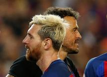 Lionel Messi e técnico Luis Enrique durante partida do Barcelona .     18/08/2016           REUTERS/Albert Gea