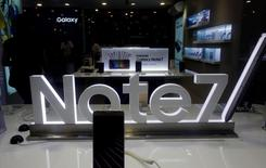 An advertisement of Samsung Galaxy Note 7 is seen at a mobile phone shop in Hanoi, Vietnam October 12, 2016. REUTERS/Kham