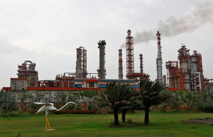 An oil refinery of Essar Oil, which runs India's second biggest private sector refinery, is pictured in Vadinar in Gujarat, India, October 4, 2016. REUTERS/Amit Dave/File Photo