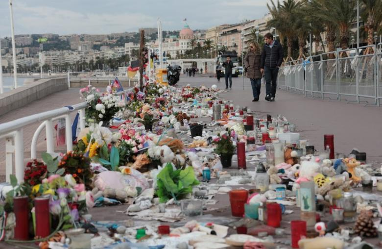 People walk past a memorial to the victims of the July 14 attack on the Promenade des Anglais, two days before a national tribute in Nice, France, October 12, 2016.   REUTERS/Eric Gaillard
