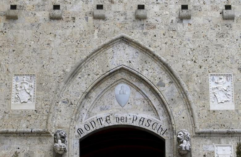 The entrance of the Monte dei Paschi bank headquarters is seen in Siena, central Italy, January 29, 2016. REUTERS/Max Rossi