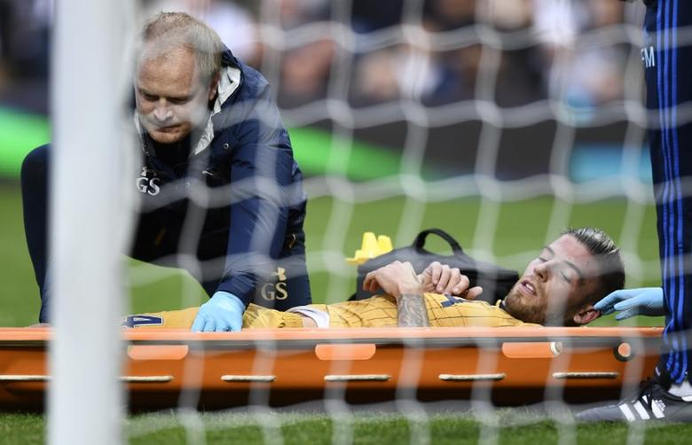 Britain Football Soccer - West Bromwich Albion v Tottenham Hotspur - Premier League - The Hawthorns - 15/10/16Tottenham's Toby Alderweireld is stretchered off after sustaining a injuryReuters / Dylan Martinez