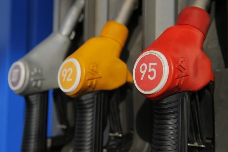 2016年3月11日,莫斯科一家加油站的加油机。REUTERS/Maxim Shemetov