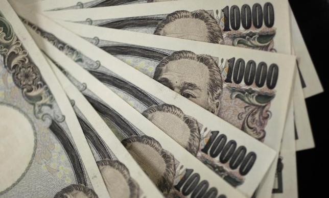 10月18日、大型化する企業のM&A(買収・合併)が、円相場のかく乱要因になっている。写真は都内で2011年8月撮影(2016年 ロイター/Yuriko Nakao)