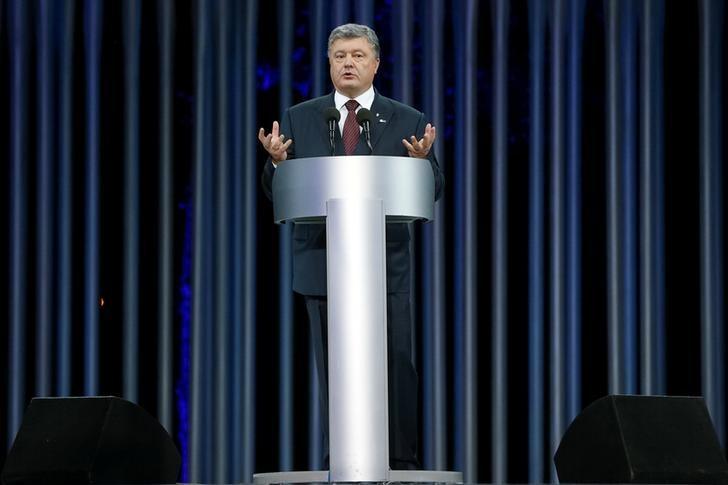 Ukrainian President Petro Poroshenko delivers a speech during a ceremony commemorating the victims of Babyn Yar (Babi Yar), one of the biggest single massacres of Jews during the Nazi Holocaust, on the outskirts of Kiev, Ukraine, September 29, 2016. REUTERS/Valentyn Ogirenko