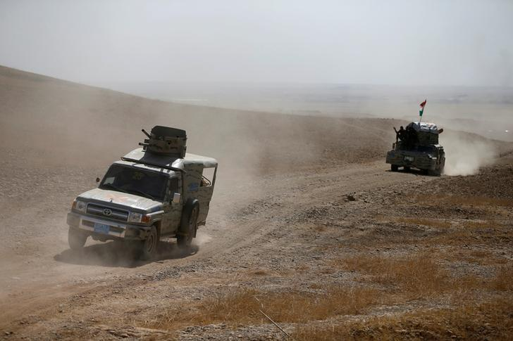 Peshmerga forces advance in the east of Mosul to attack Islamic State militants in Mosul, Iraq, October 18, 2016. REUTERS/Thaier Al-Sudani