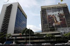 Plano general de la casa matriz de PDVSA en Caracas, jul 21, 2016. El precio de los bonos de Venezuela y su petrolera estatal PDVSA caían el martes tras la decisión de la firma de extender, por tercera vez, el plazo para que sus tenedores decidan participar en un canje de deuda.   REUTERS/Carlos Garcia Rawlins