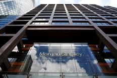 Morgan Stanley a annoncé mercredi une hausse de 61,7% de son bénéfice trimestriel, grâce au rebond de ses activités de trading après le vote du Brexit. Le bénéfice trimestriel est meilleur qu'attendu, soutenu par l'envolée des activités de trading, un mouvement qui a profité ces derniers mois à l'ensemble des grandes banques de Wall Street. /Photo d'archives/REUTERS/Russell Boyce