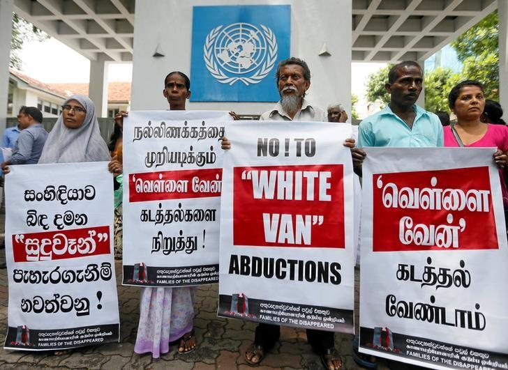 Family members of people who disappeared during the war between government forces and Tamil Tiger guerrillas, protest against what they say are continued abductions, in front of the U.N. office in Colombo May 10, 2016.  REUTERS/Dinuka Liyanawatte/Files