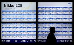 Vendredi l'indice Nikkei a perdu 0,24% et le Topix, plus large, a cédé 5,51 points . /Photo d'archives/REUTERS/Toru Hanai