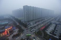 Una visión general de Yanjiao, provincia de Hebei, China, foto de archivo tomada el 13 de noviembre de 2015. Los precios de las viviendas chinas aumentaron en septiembre a su ritmo más acelerado desde que hay registros, luego de que los compradores se apresuraron a cerrar contratos antes de que unas nuevas medidas restrictivas entraran en vigor en octubre. REUTERS/Jason Lee/File Photo