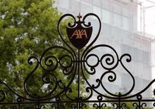 AXA, à suivre lundi à la Bourse de Paris, négocie la vente d'un autre de ses actifs britanniques, le courtier en assurances Bluefin, à l'américain Marsh pour environ 300 millions de livres (337 millions d'euros). L'assureur a par ailleurs annoncé vendredi avoir finalisé la cession de ses activités britanniques de gestion de patrimoine internationale situées sur l'île de Man à Life Company Consolidation Group (LCCG). /Photo prise le 4 août 2016/REUTERS/Jacky Naegelen